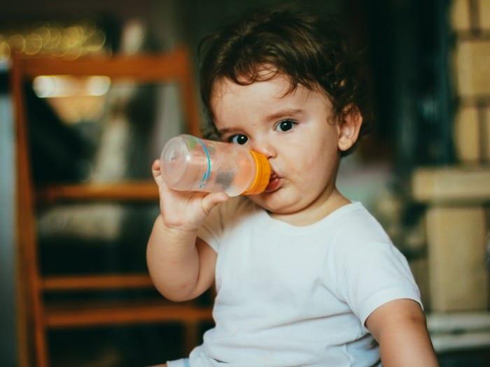Mantenerse hidratado mejora el funcionamiento del cerebro