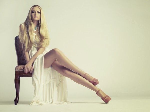 piernas-cruzadas-elegante