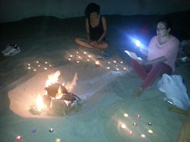 Hogueras ritual en la playa