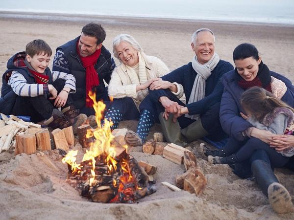 Familia, playa, fuego