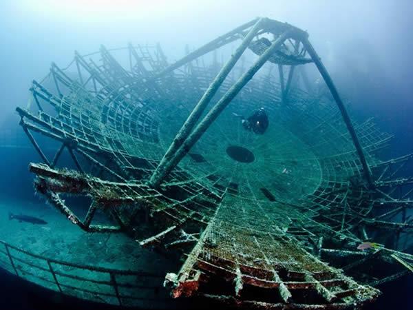 Antena Satélite encontrada bajo el mar