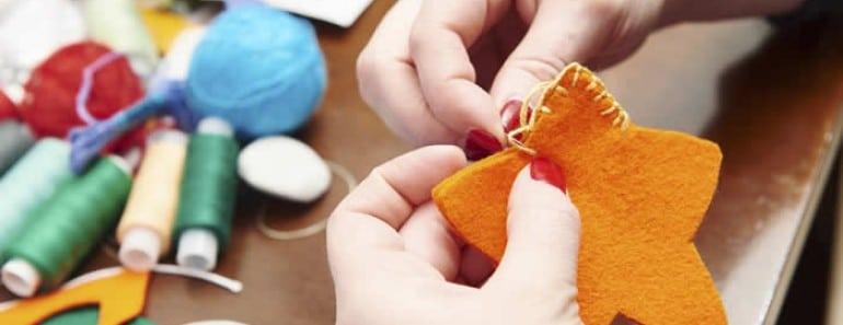 Como hacer adornos navideños de fieltro