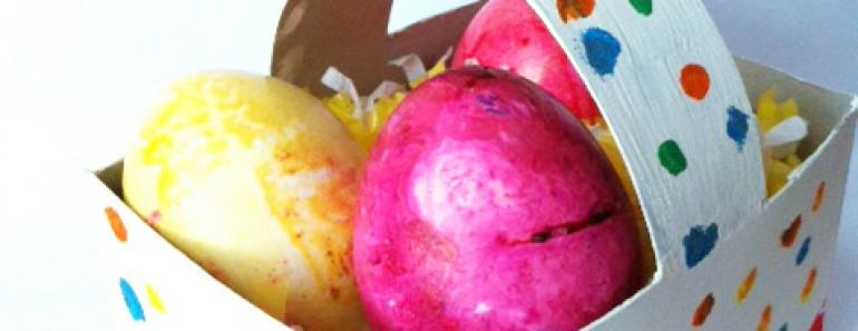 Cómo hacer una cesta de Pascua con una caja de galletas