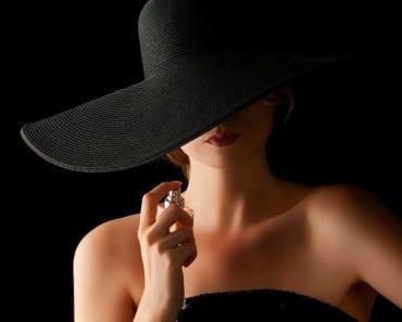 ¿A qué perfume huele la mujer según su signo del Zodiaco?