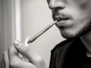 cómo saber si mi hijo fuma porros