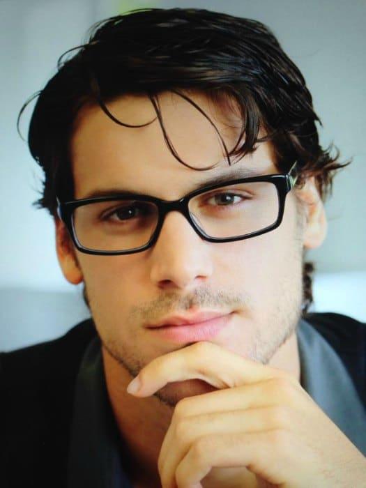 Chico con gafas