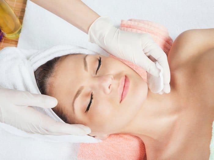 Peeling facial en cabina