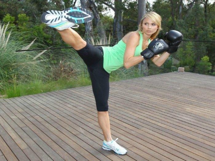 Chica haciendo boxing