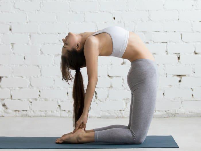 Torsión atrás: ejercicios de suelo