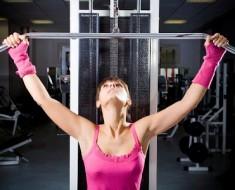 mujer-pesas-gimnasio1