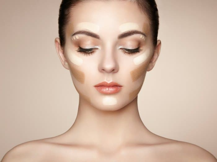 Marcar pómulos con el maquillaje