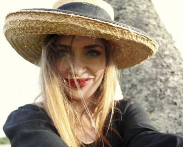 chica-sombrero-rubia-2B-25281-2529