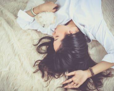 Dormir bien: 7 sencillos y prácticos hábitos para despertar con buena cara