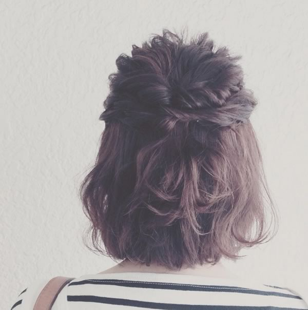 Peinados cabello corto semi recogido