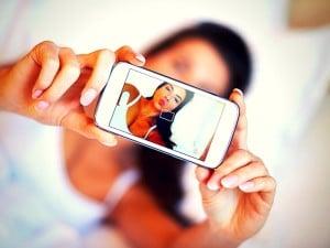 Los selfies aumentan tu narcisismo