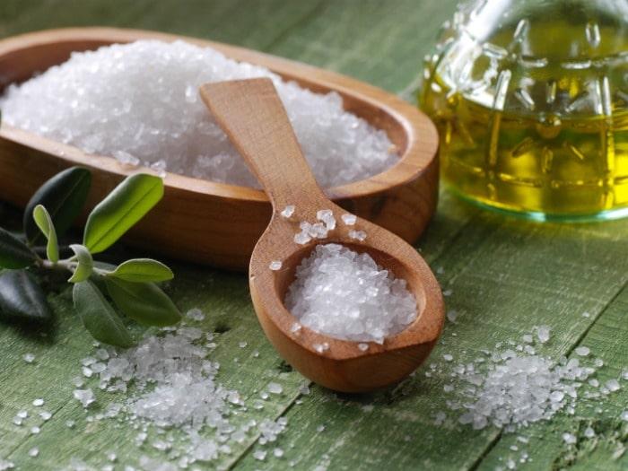 Cómo hacer tu propio exfoliante casero (scrub) con sal o azúcar