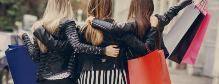 chicas-comprando-euroresidentes