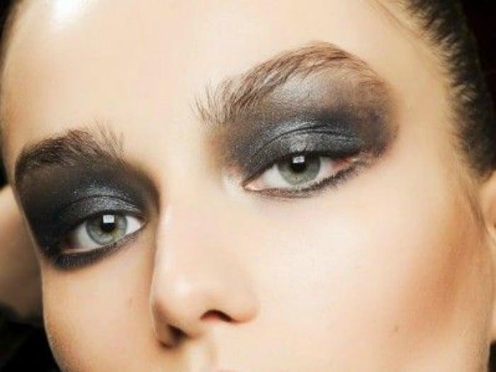 7 formas diferentes de maquillar tus ojos utilizando for Distintas formas de maquillarse los ojos