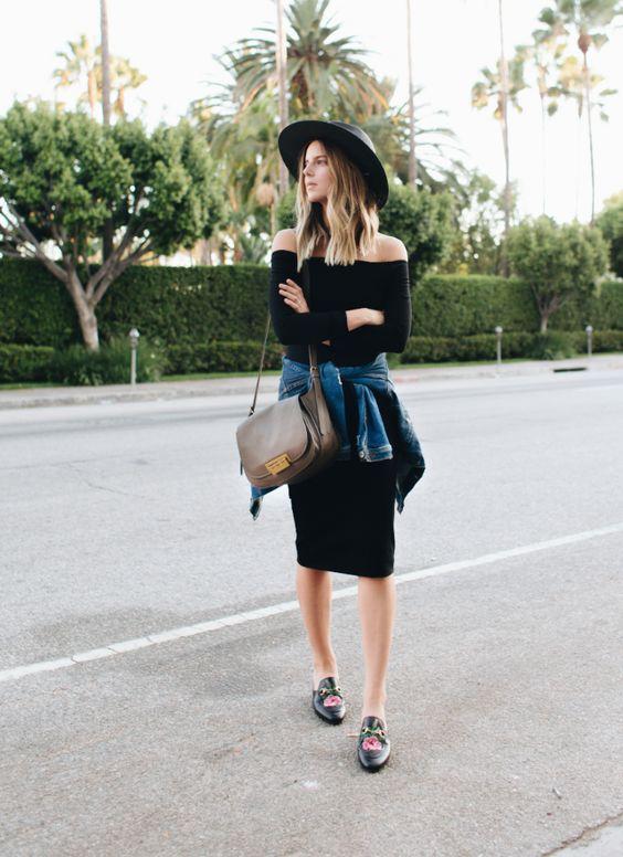 Vestido negro con botas
