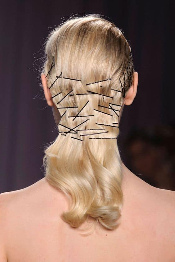 ¡Alerta tendencia! Ideas de peinados con horquillas a la vista