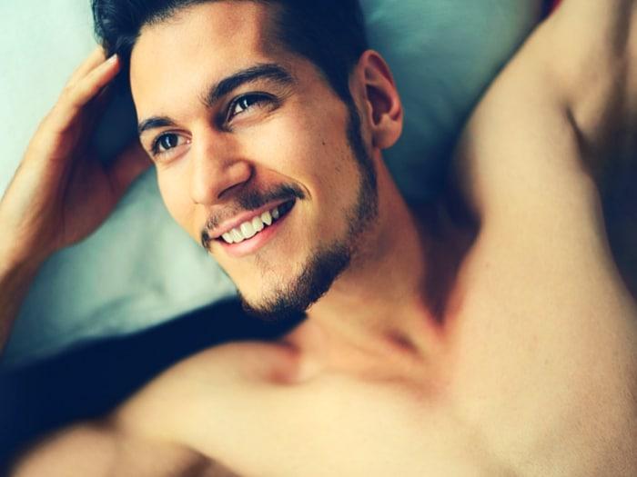 cosas que la gente feliz hace cada mañana antes de levantarse de la cama