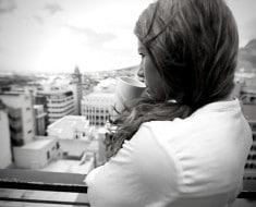 chica-pensativa-reflexiones-vida