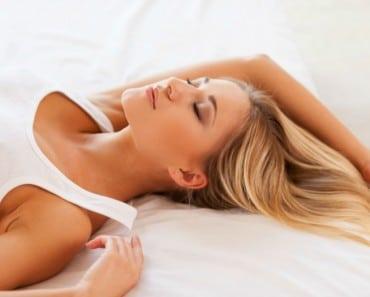 ¿Quieres tener un pelo sano? ¡Evita hacer estas 9 cosas antes de ir a dormir!