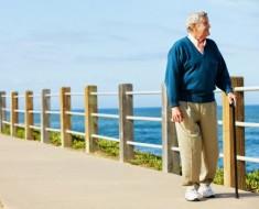 anciano-pasear-estilo-de-vida1