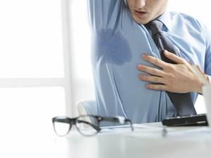 Cómo eliminar las manchas de sudor de la ropa