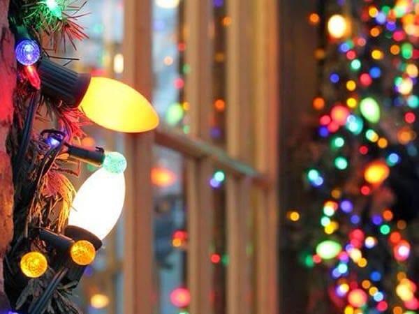 Adornar el exterior de la casa con luces navide as consejos trucos y remedios Luces navidad exterior sin enchufe