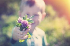 hijo con flores