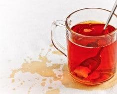 como limpiar manchas de té de la ropa