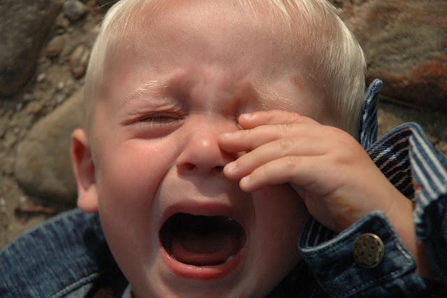 Bebés llorones y problemas de comportamiento en la adolescencia