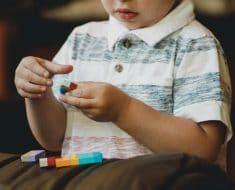 Cómo sacar objetos de la nariz a un niño