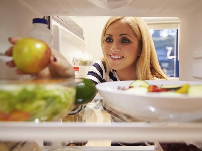 Consejos no tirar comida: ordenar nevera