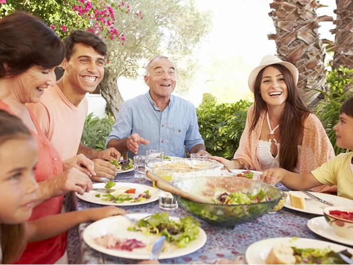 Consejos para no tirar alimentos: educar en la mesa