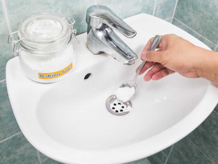 Usos del bicarbonato: neutraliza mal olor desagües