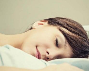 Trucos para dormir bien en noches de calor sin aire acondicionado