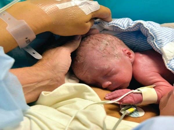 Nace el primer bebé de una mujer con el útero transplantado