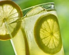 agua-tibia-de-limon