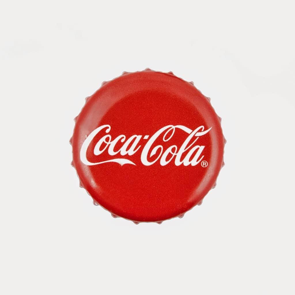 20 usos pr cticos de la coca cola que har n tu vida m s - Chapa coca cola pared ...