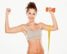 rsz_chica-deportista-con-pesas-y-haciendo-musculos