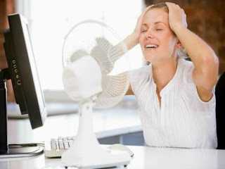 El primer síntoma de la menopausia son los sofocos.