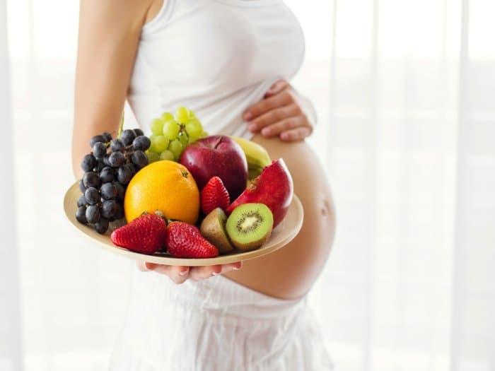 beneficios-comer-fruta-embarazo-euroresidentes