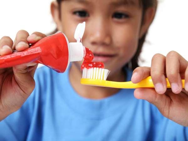 Cómo elegir la mejor pasta de dientes para niños