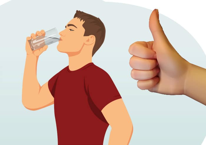 solucionar problemas de sudor: Bebe más agua