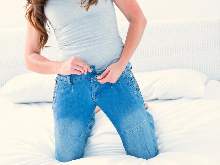 usos del desodorante, pantalones ajustados