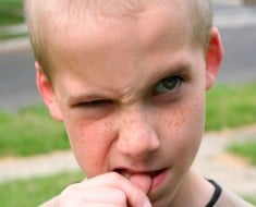Cómo evitar que los niños se muerdan las uñas
