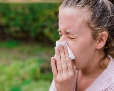 No debes contener el estornudo