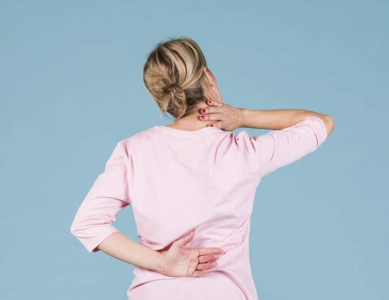 Dolor en la espalda debajo de las costillas derechas